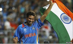 Tendulkar holding Indian tricolor