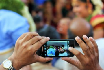 Clicking Wedding Pictures on a Mobile Phone