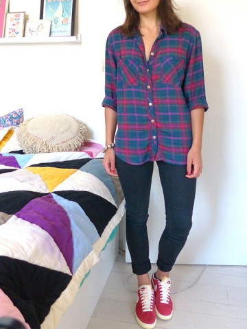Pairing a plaid shirt and skinny jeans